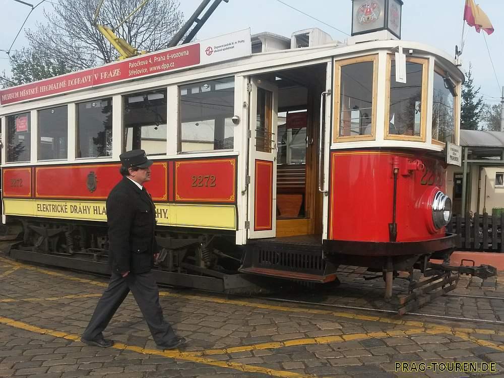 Stadtrundfahrt mit der historischen Straßenbahn Prag