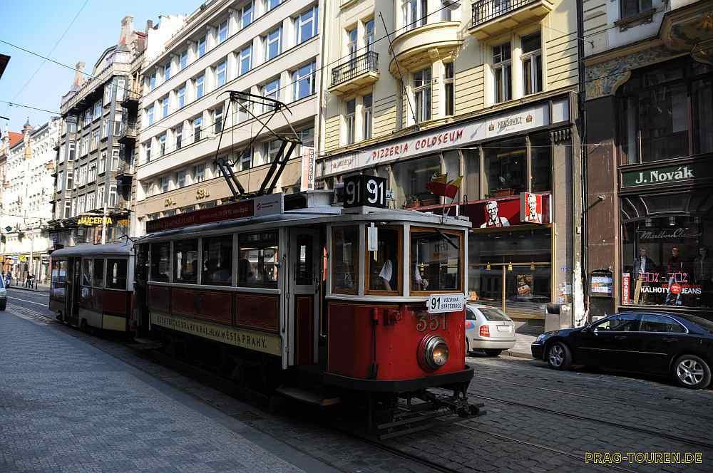 Stadtrundfhart mit der Nostaligie Bahn Prag